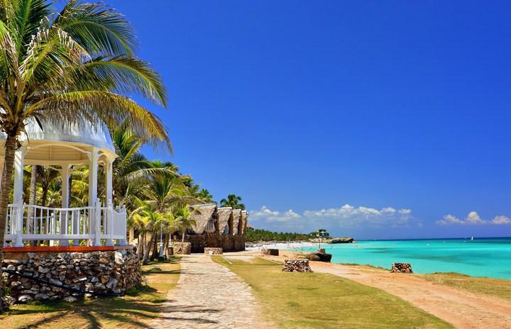 Promenade overlooking the beach at Bora Bora, French Polynesia