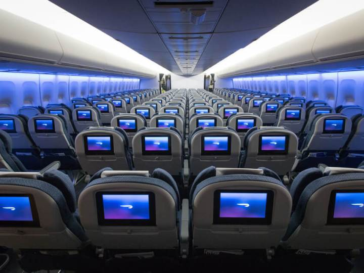 BA 747 World Traveller cabin