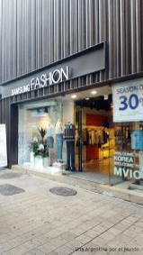 También podés encontrar tiendas de Samsung… ¡¿Fashion?!
