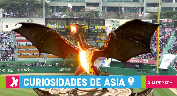Corea del Sur: un dragón aparece en la apertura de un campeonato de béisbol