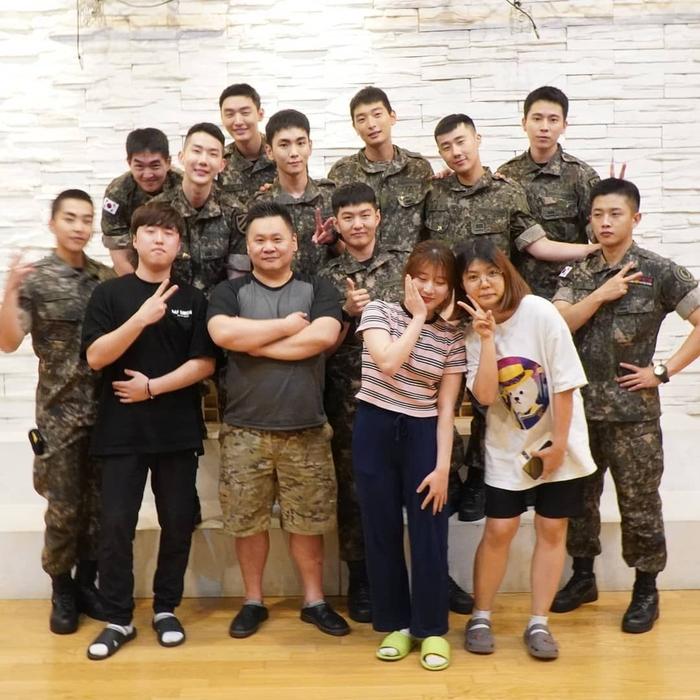Colaboración de idols en el ejército