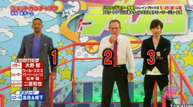 "Tommy Lee Jones y Will Smith asistieron al programa VS Arashi para promocionar su película ""Hombres de negro 3"""