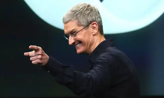 Apple_Tim-Cook_CEO_laughing