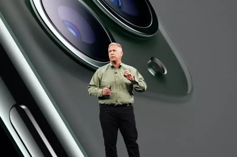 スティーブ・ジョブズ時代からのAppleの役員は少なくなってきていますが、その中でもAppleの新製品発表には欠かせない顔役的な役割だったフィル・シラー(Phil Schiller)上級副社長(SVP)。ワールドワイドマーケティングを担当していて、彼がいなければAppleの現在のようなグローバルな活躍はなかったでしょう。そのシラーSVPが、このたびAppleフェロー(特別研究員)になることが、Appleのニュースリリースで発表されました。