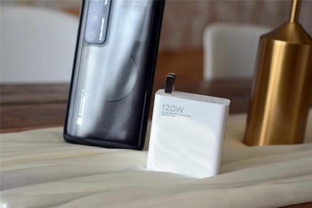 Xiaomi Mi 10 Ultra high-end smartphones