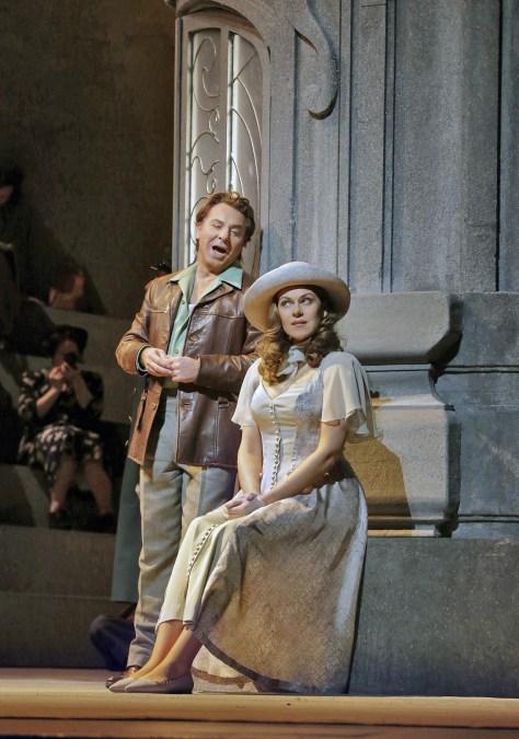 Manon Lescaut MET Alagna Opolais acte 1er. Fotografia Ken Howard/MET