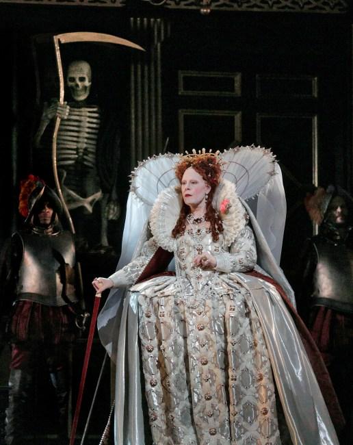 Sondra Radvanovsky (Elisabeth) a Roberto Devereux Fotografia Ken Howard/MET
