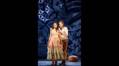 De Niesse (Rosina) i Taylor Stayton (Almaviva) a Glyndebourne 2016 Fotografia BILL COOPER