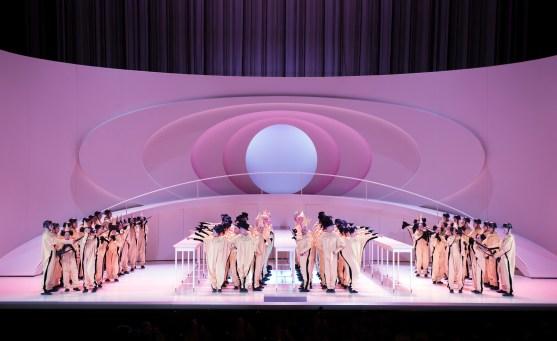 Charles Gounod/Faust/Musiklische Leitung: Alejo Pérez, Regie, Bühne und Kostüme: Reinhard von der Thannen/ Philharmonia Chor Wien Copyright: Monika Rittershaus