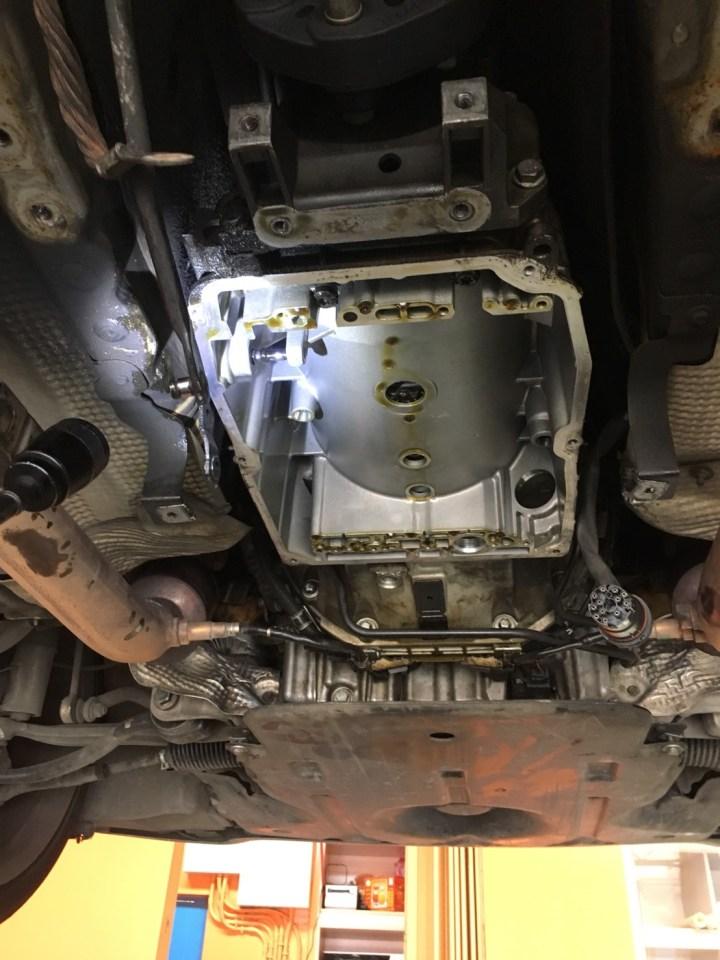 Benz W203 C32 變速箱漏油修理 – 欣承汽車保養所