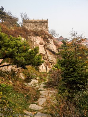 Tai Shan Summit: View from pathway near Azure Cloud temple