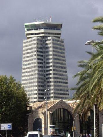 edifici_colon_i_drassanes40422.jpg