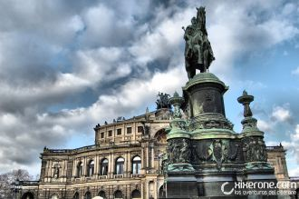 La Theaterplatz con la Semperoper