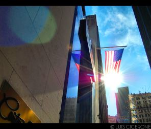 Los americanos y su obsesión por la bandera.