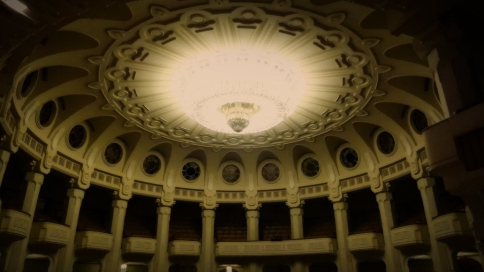 Bóveda del salón de actos del Parlamento Rumano