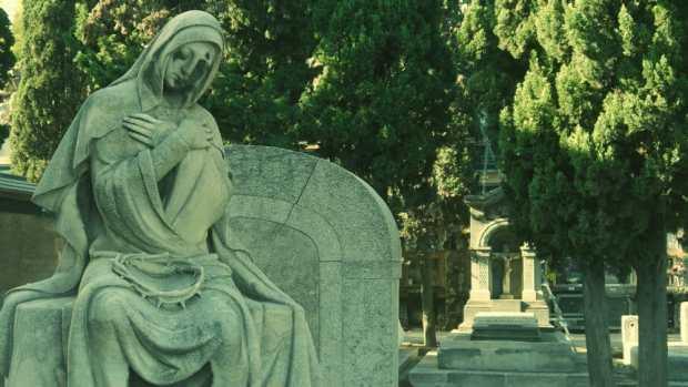 Sepultura con estatua de María