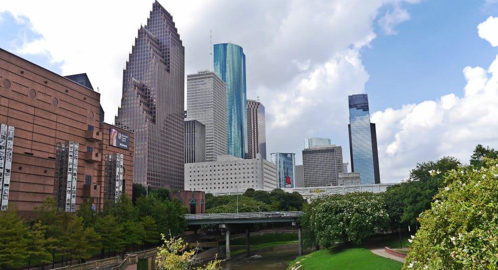 Buffalo Bayou y skyline de Houston