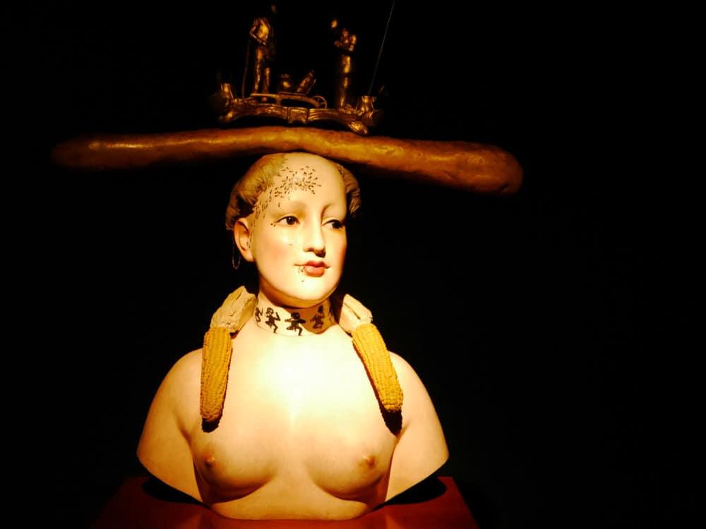 Escultura de Salvador Dalí en el Museo Botero de Bogotá