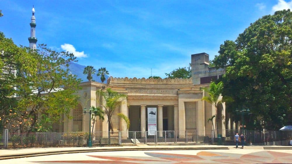 Fachada antigua del Museo de Bellas Artes de Caracas - Plaza de los Museos