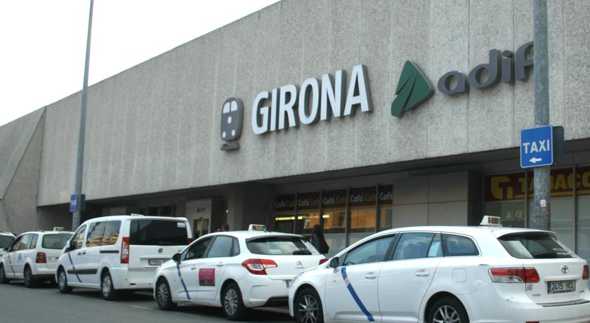 Millors zones on allotjar-se a  Girona - A prop de l'estació de l'AVE