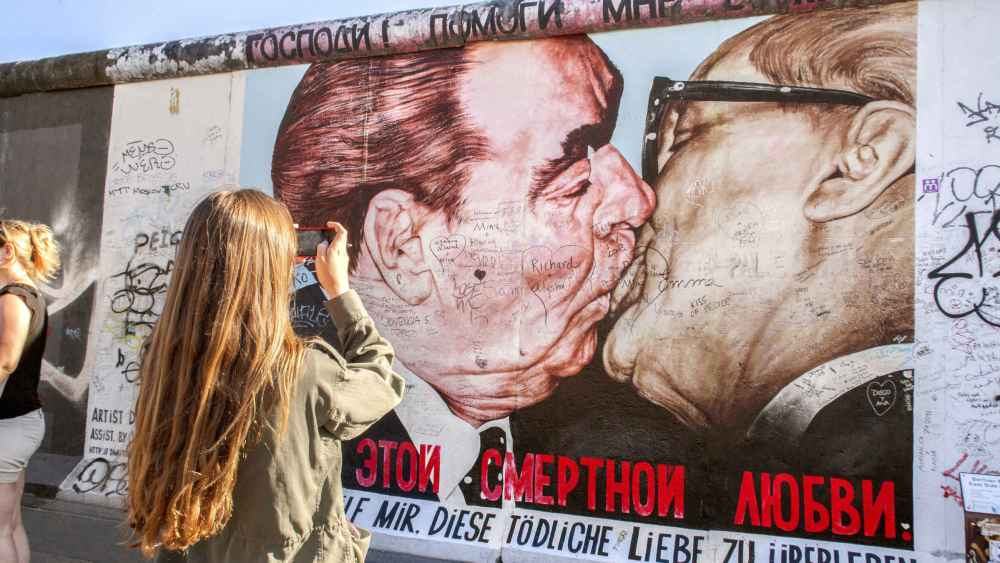 East Side Gallery - beso entre Brezhnev y Honecker