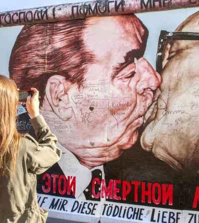 East Side Gallery - beso entre Brezhnev y Honecker