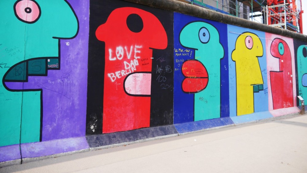 Homenaje a la Generación Joven de Thierry Noir - Berlin East Side Gallery