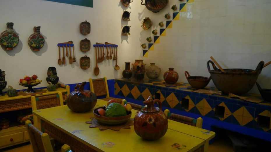 Cocina y comedor en la Casa Azul - CDMX
