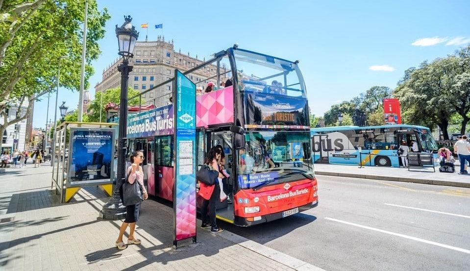 El bus turístico de Barcelona, una excelente manera de recorrer la ciudad durante una estancia corta