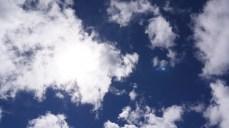 雖然是大太陽,不過還是有些微的涼意!~