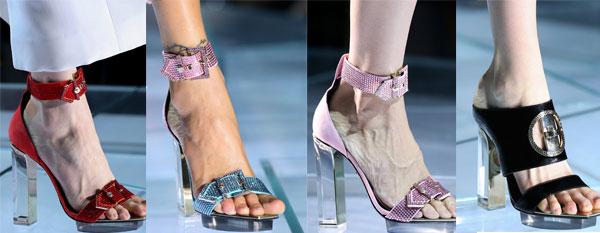 Incaltaminte de vara de la Versace