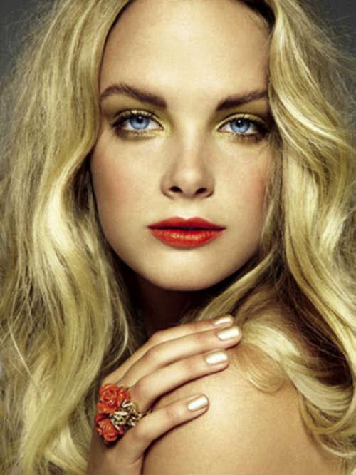 Machiaj ochi albastri pentru blonde