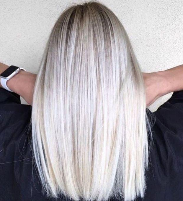 Blond platinat par mediu