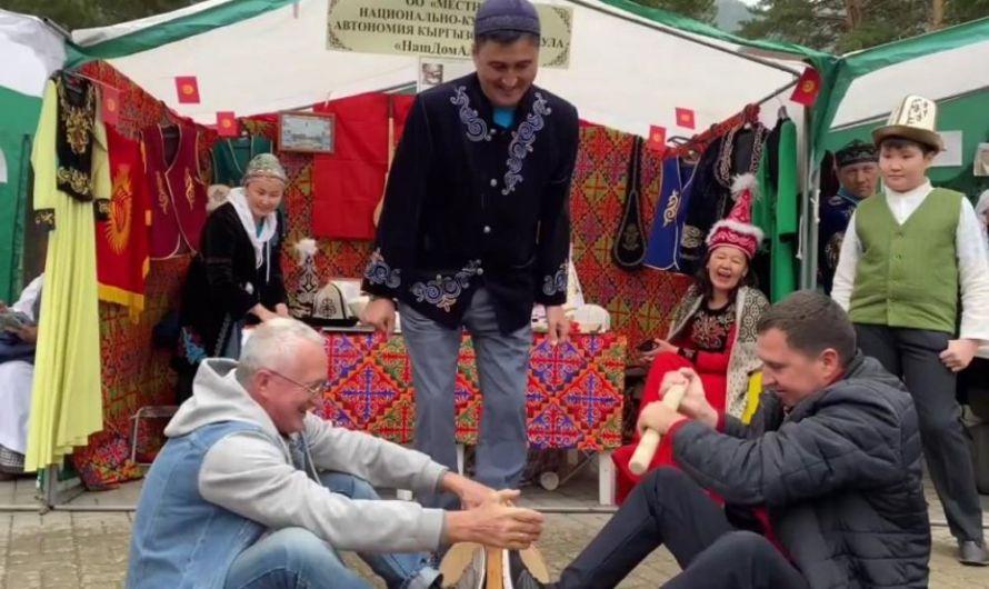 800 представителей регионов России поучаствовали в традиционном фестивале «День России на Бирюзовой Катуни»