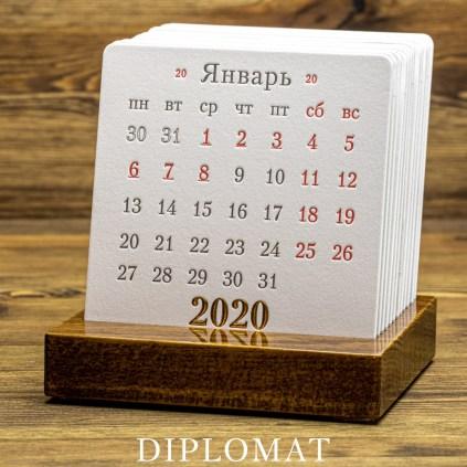 Календарь на деревянной подставке DIPLOMAT