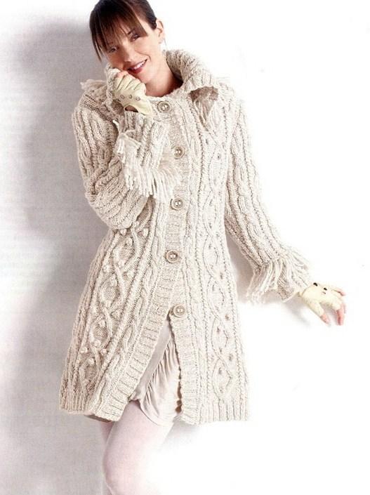 Белое пальто с узором «Косы»