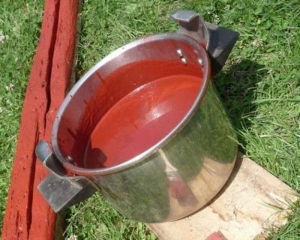Эта натуральная краска просто находка для жителей села и садоводов. В 10 раз дешевле обычной и служит десятки лет!