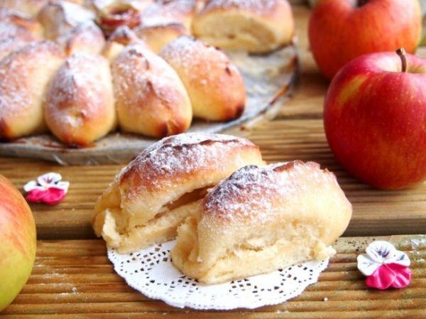 Отрывной яблочный пирог с нежными булочками-лепестками