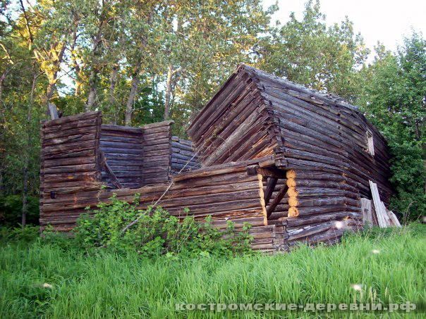 Остатки деревянного дома в Антушеве
