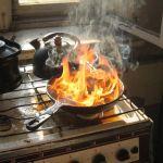 Как избавиться от запаха сгоревшей еды