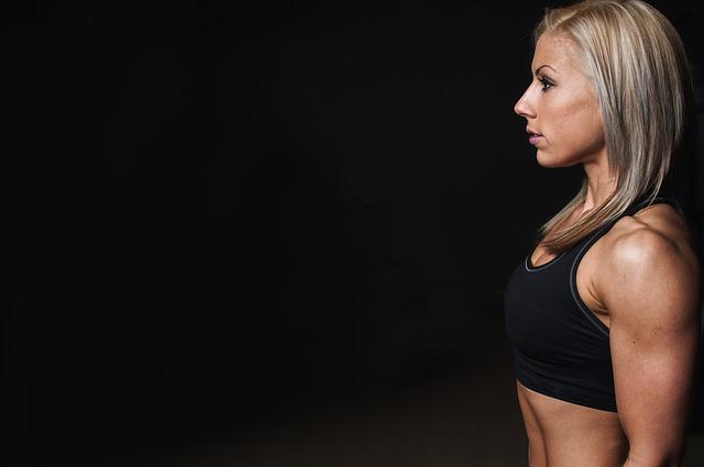 女性でも腹筋を割る方法