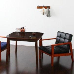 二人暮らしに、広めの90㎝角の正方形ダイニングテーブル