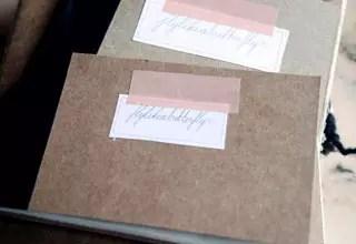 用來在筆記本上貼標籤