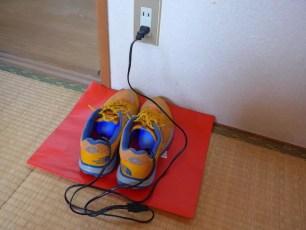 能在辦公室輕鬆地將溼透的鞋子烘乾的鞋用烘乾機