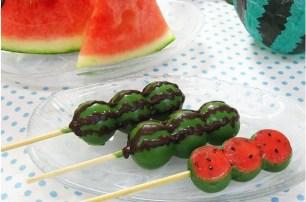 別出心裁☆丸八製菓夏季限定.不僅是造型連味道都複製的「外裹巧克力糰子 西瓜味」