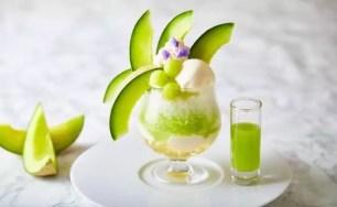 使用半顆哈密瓜的聖代風格「哈密瓜刨冰」♡ 7月5日起於THE STRINGS 表参道販售