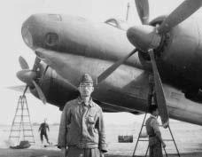 戦後KI77を米軍に引き渡す準備中の田中次郎