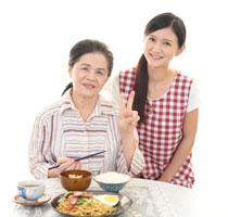 腎臓病食を食べる母娘