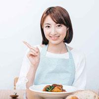 腎臓病食を料理する女性