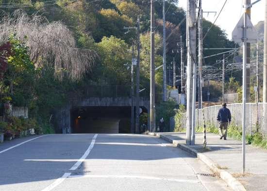 生瀬駅から武田尾廃線に向かう道